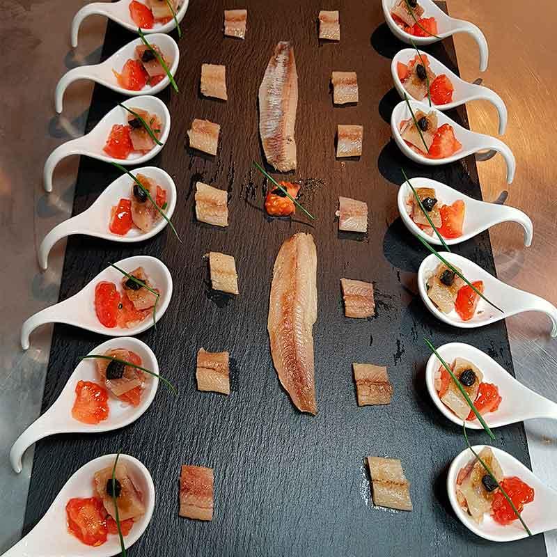 Canapé de sardina ahumada